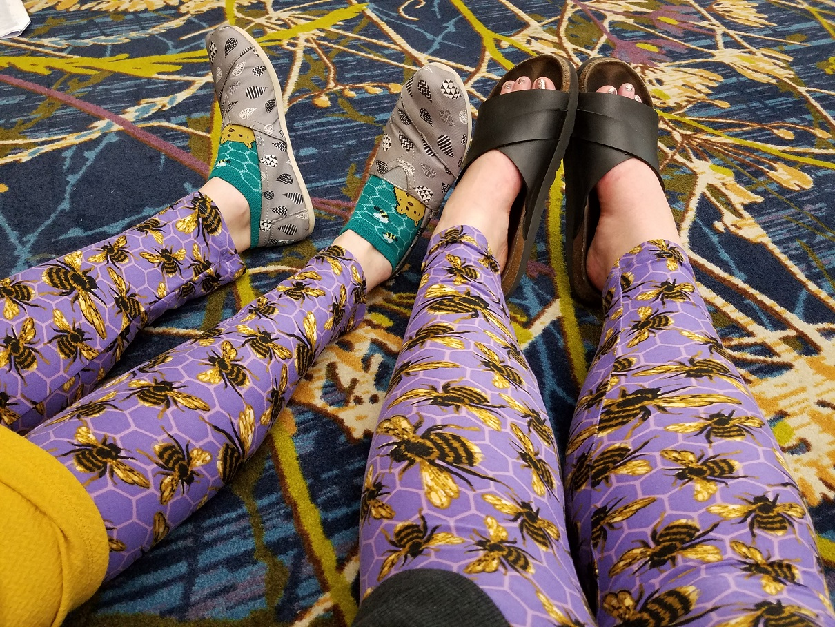 Twinning bee leggings